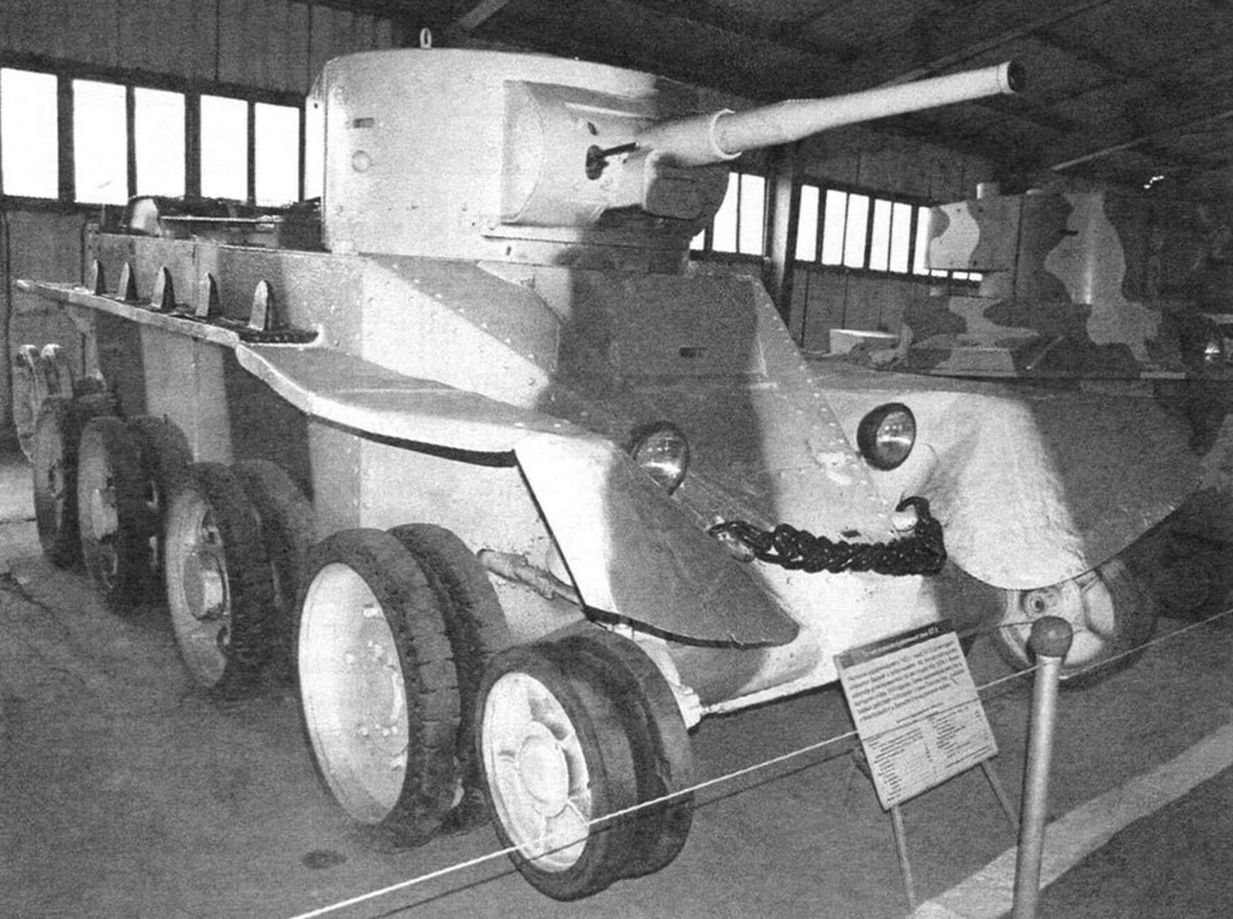 На колесном ходу БТ-5 не уступал в скорости автомобилям тех лет