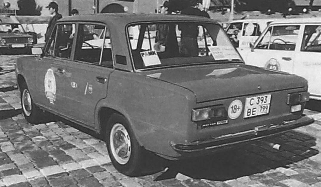 С 1974 до 1982 года ВАЗ-2101 и ВАЗ-21011 выпускались параллельно