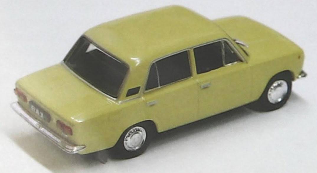 На модели установлены задние брызговики, как и положено настоящему автомобилю ВАЗ-21011