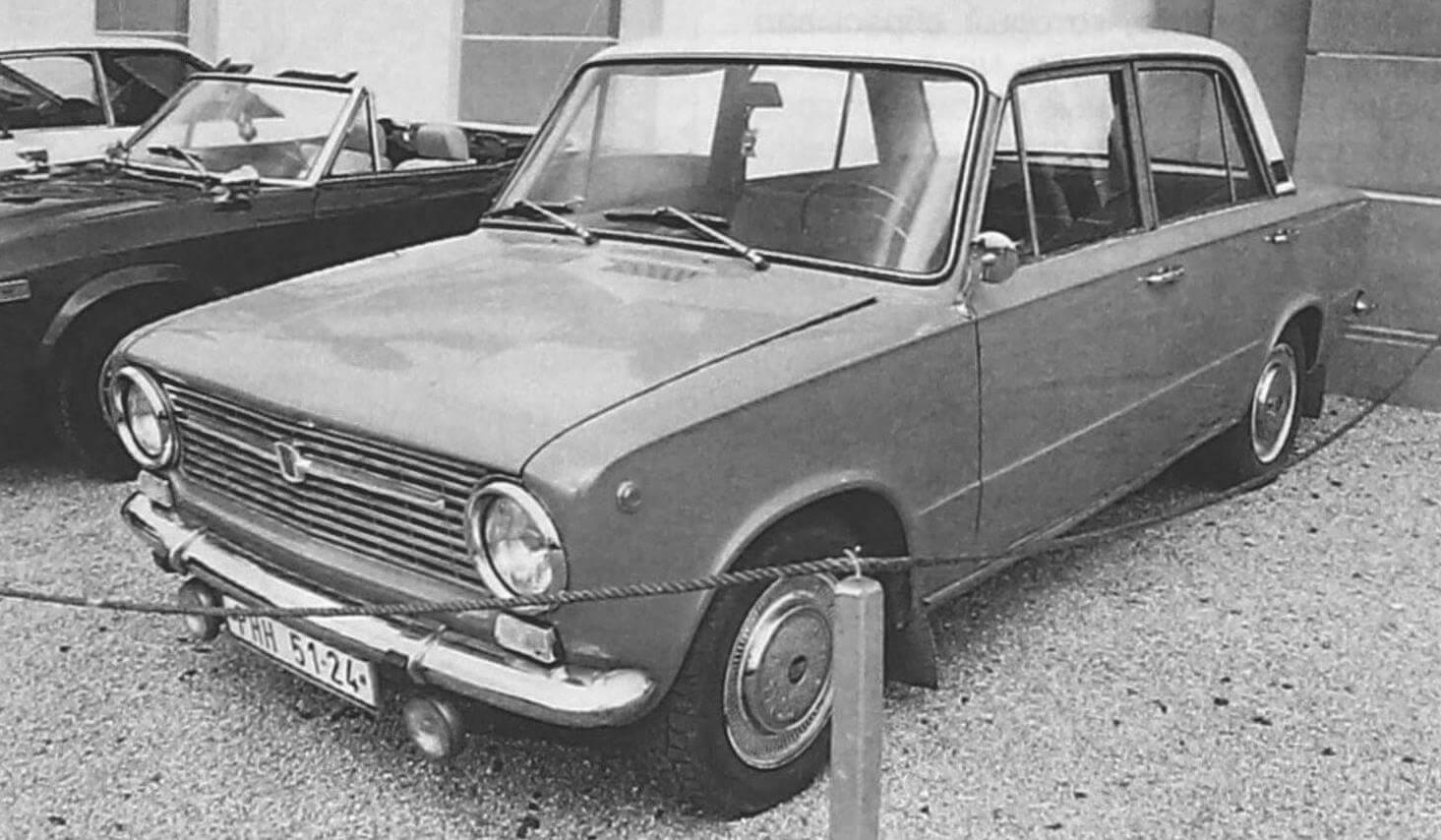 Прототип ВАЗ-2101 - Fiat 124 имеет ряд внешних отличий