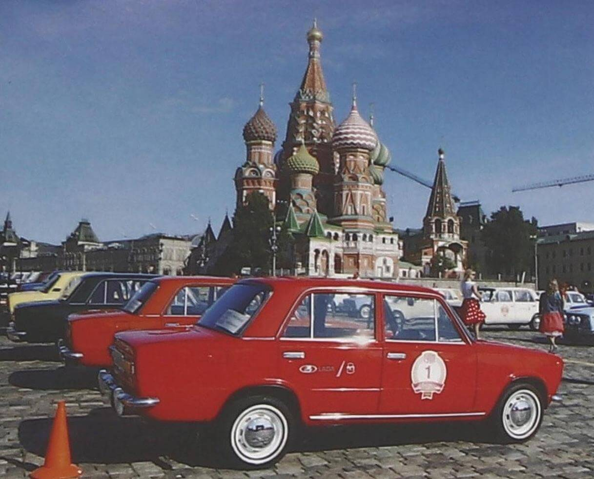 На старт исторического ралли, посвященного юбилею первой модели «АвтоВАЗа», вышло около 100 экипажей