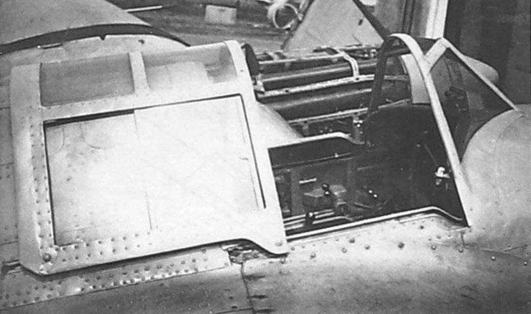 Пилотская кабина СБ-РК № 2/281. Обратите внимание на отличия ее фонаря от конструкции, использовавшейся на СБ