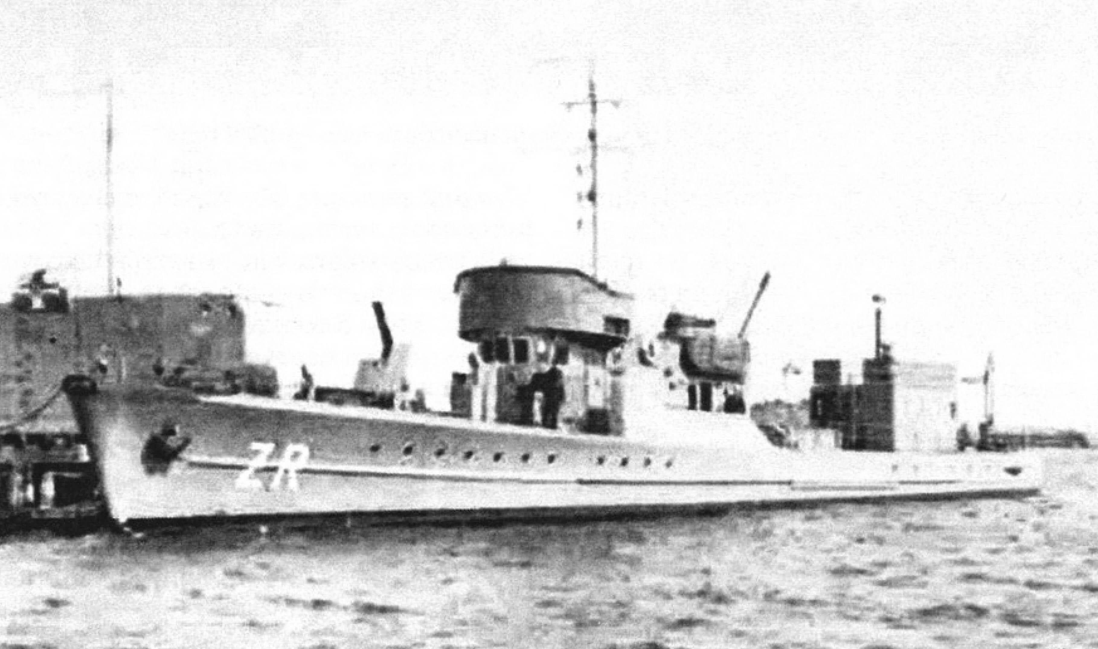 В 1947 году на кормовой палубе тральщика «Zuraw» появилась надстройка в форме «домика», в котором находилась «гидрографическая рубка»