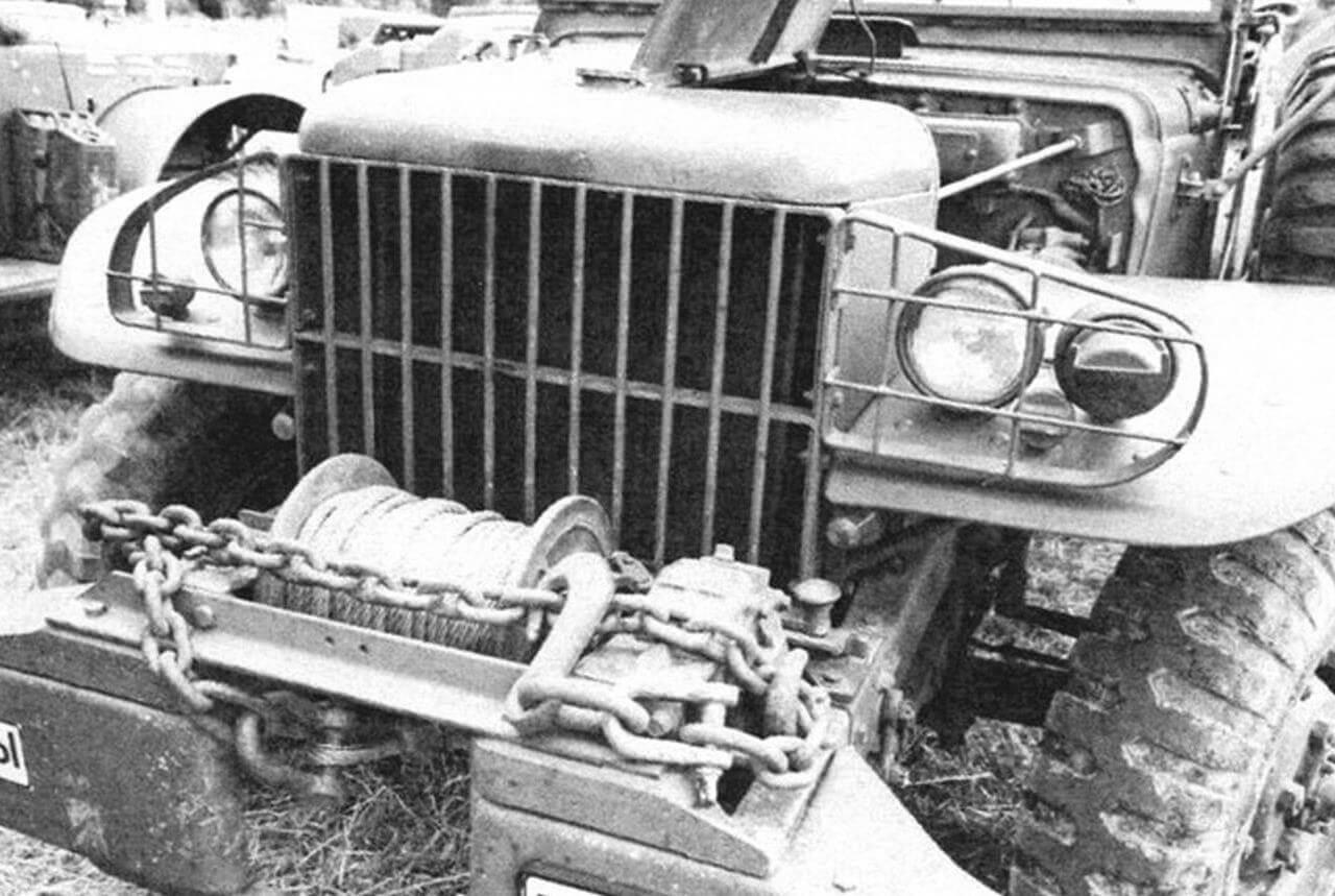 Некоторые модификации Dodge 3/4 оснащались мощной лебедкой