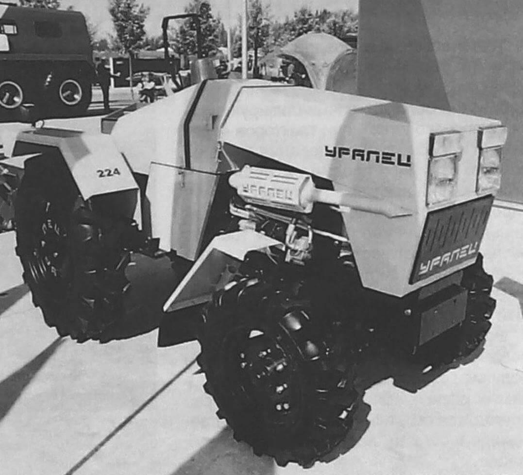 Опытный образен роботизированного трактора «Уралец»