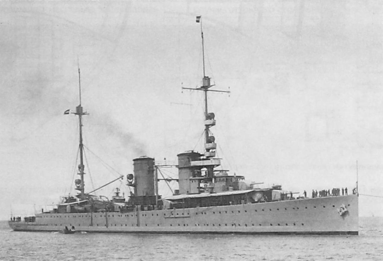Легкий крейсер «Ява», в феврале 1933 гола - флагманский корабль соединения, отправленного на «усмирение» мятежного броненосца