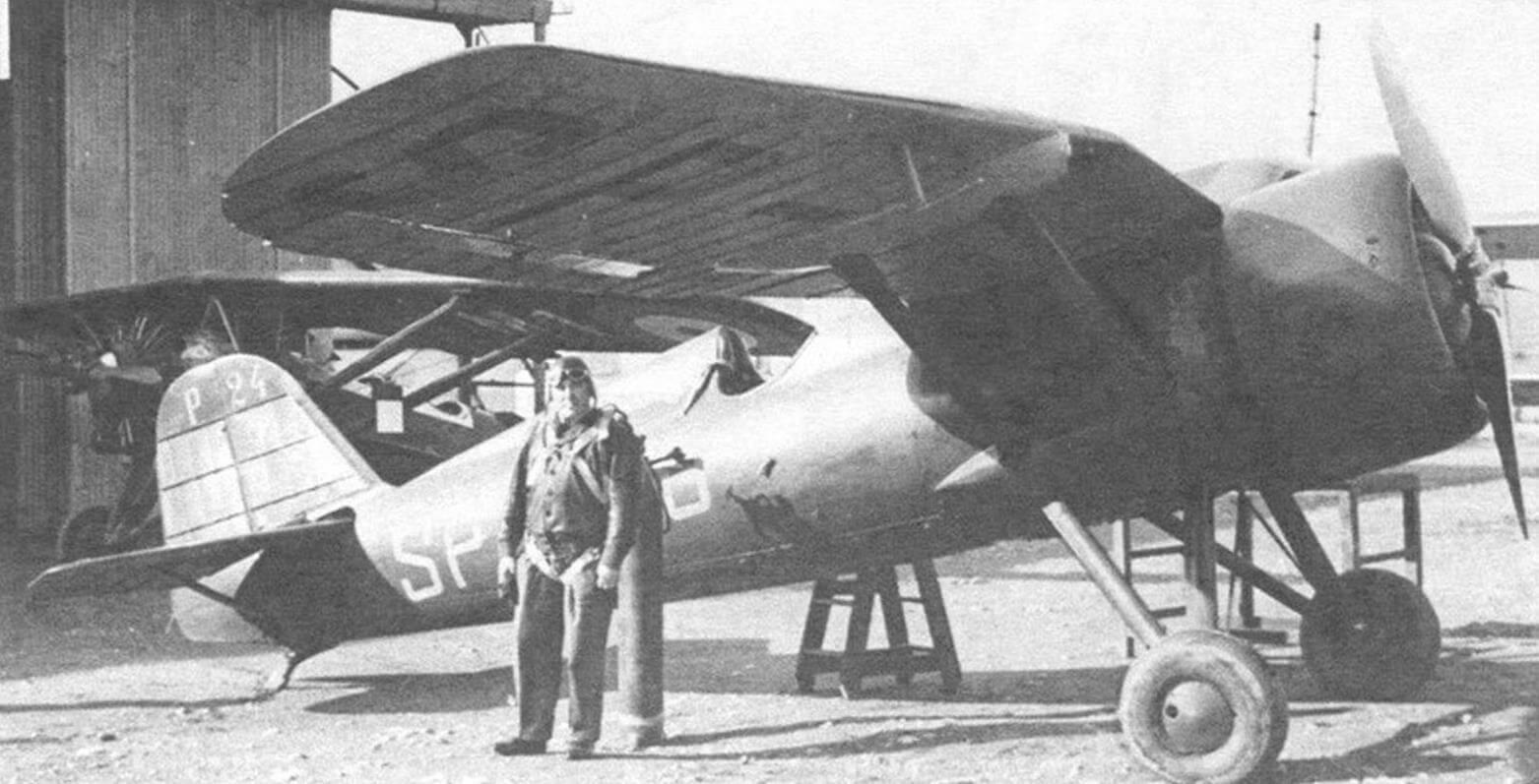 Летчик-испытатель Б. Орлинский возле Р-24/III на аэродроме в Афинах, весна 1936 г.