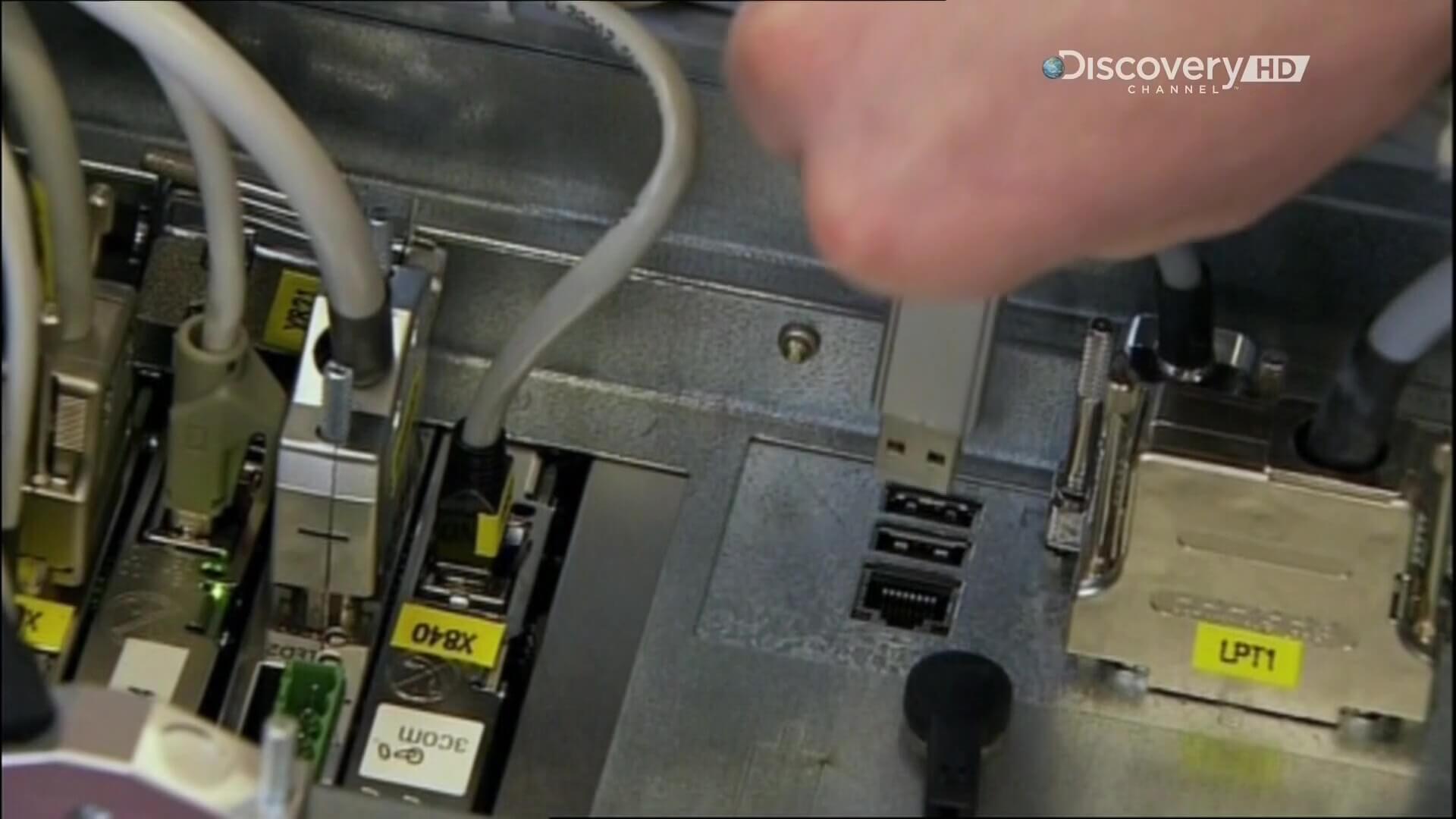 Промышленные роботы на автозаводе