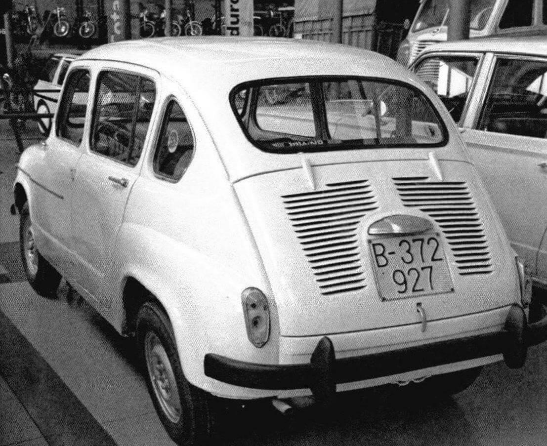Seat 800 в отличие от базовой модели имел удлиненную колесную базу и 4-дверный кузов