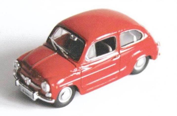 Модель Seat 600 L Especial хоть и грубоватая, но цвет яркий и дверные ручки выполнены отдельными деталями