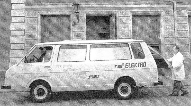 Электромобиль заводского исполнения на основе микроавтобуса РАФ