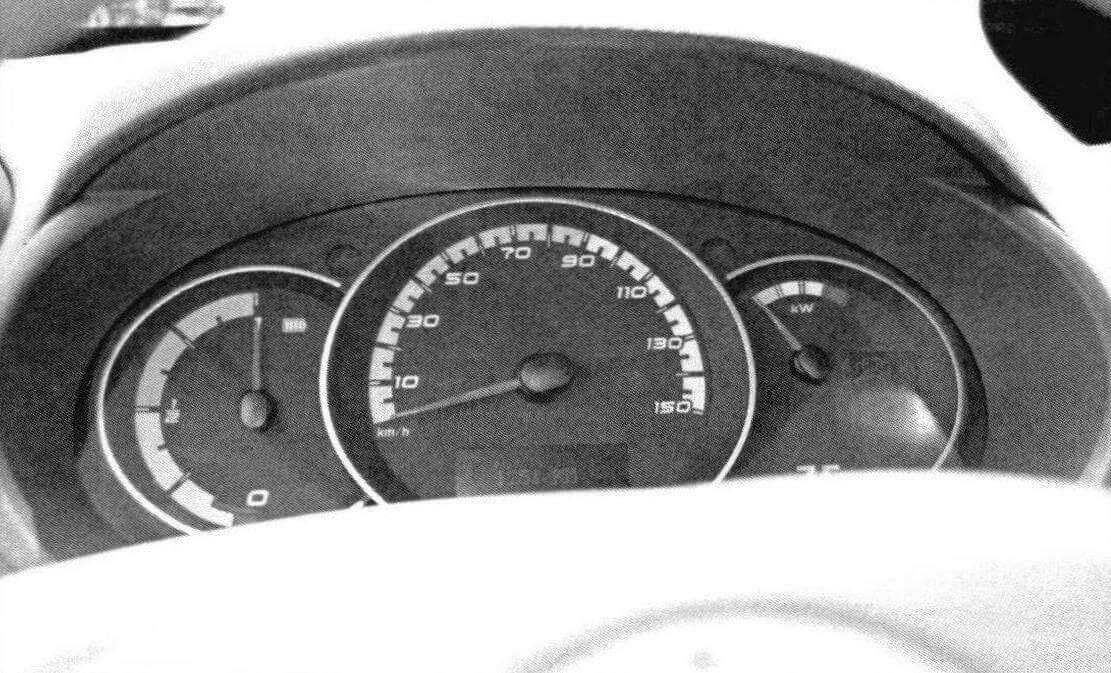 Для электромобиля нужна новая панель приборов с указателем уровня зарядки батареи