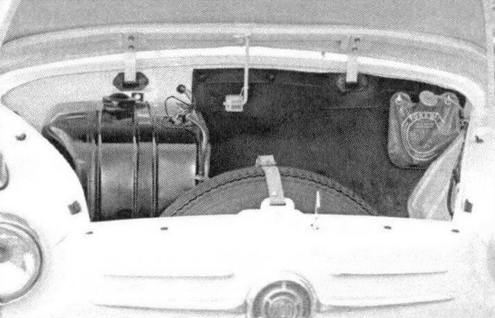 Запасное колесо и топливный бак у Fiat 600 размещались в багажном отсеке