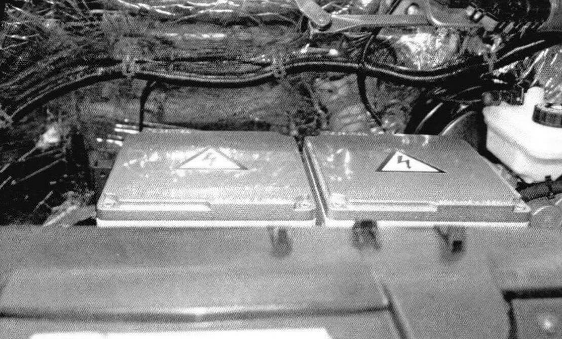 Под капотом, помимо самого электромотора и высоковольтного оборудования, можно разместить часть аккумуляторов