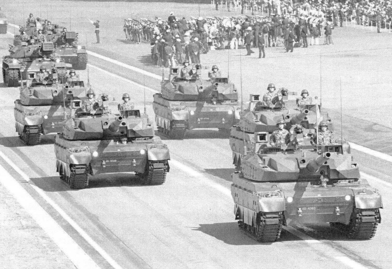 Танки «10» на параде Сил самообороны 8 апреля 2014 года