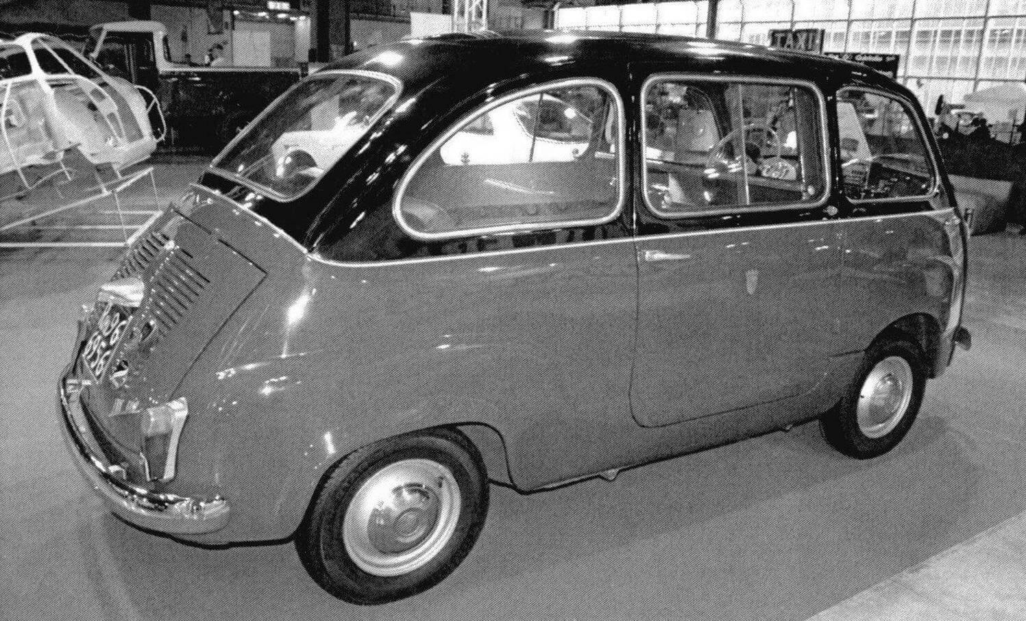 Основное отличие модификации такси Fiat 600 Multipla - наличие багажного отсека вместо правого переднего кресла