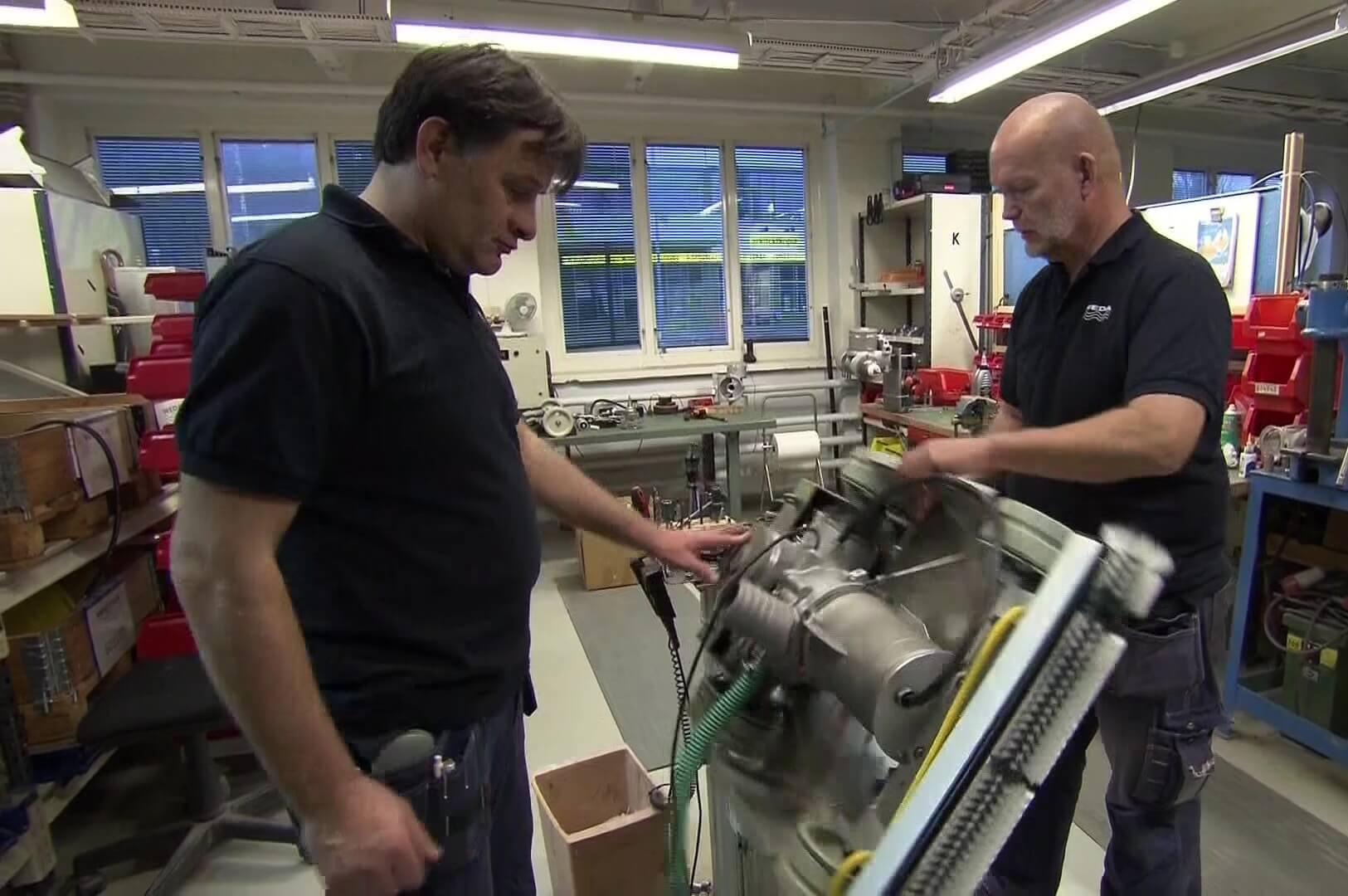 Подводный автомат-чистильщик бассейнов