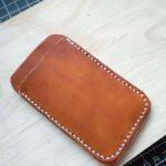 Кожаный кошелек в минималистском стиле