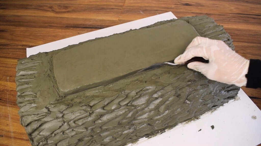 Шаг 3: 1-е бревно - Лепка бетона и основание