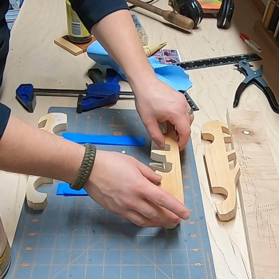 Шаг 10: Первый етап клейки
