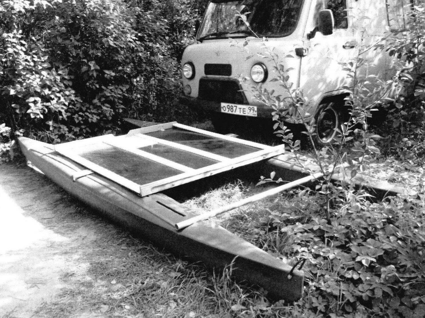 Начало сборки катамарана. Первая «примерка» поплавков и мостика