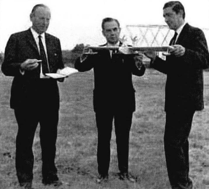 «А теперь давайте посмотрим, что же у нас все-таки получилось...» Создатели «V-лайнера» (слева направо): А. Уилер, Л. Маккарти, У. Слейтер