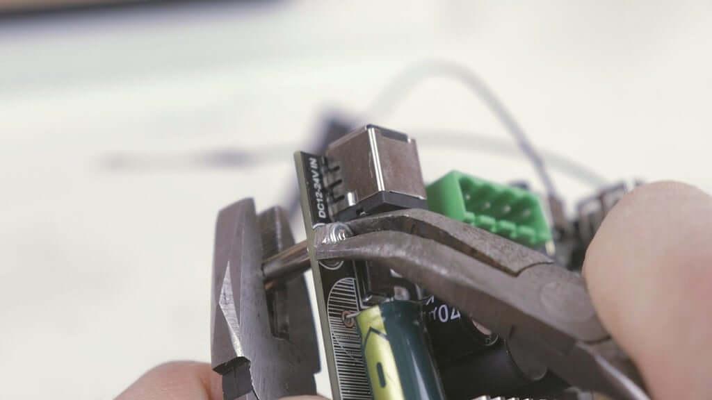Шаг 10: Установка электроники