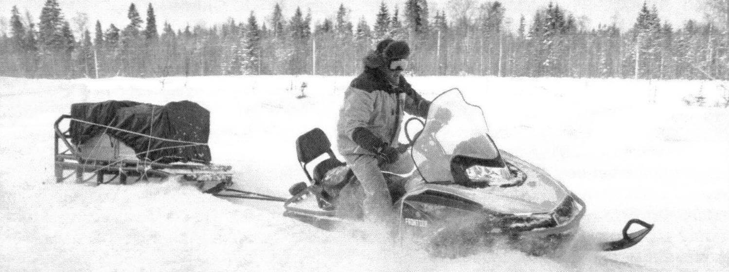 Утилитарный снегоход обязан уметь таскать сани, и Frontier 1000 это делает уверенно