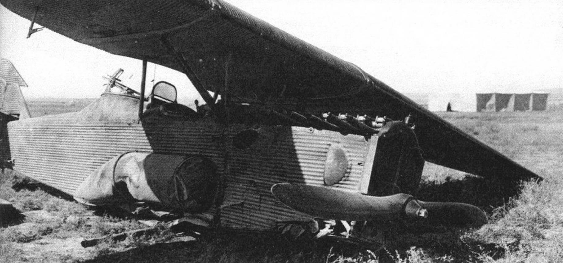Авария Ю-21 на посадке из-за отказа мотора, 35-й авиаотряд, Троицк, летчик М.Н. Юсуф