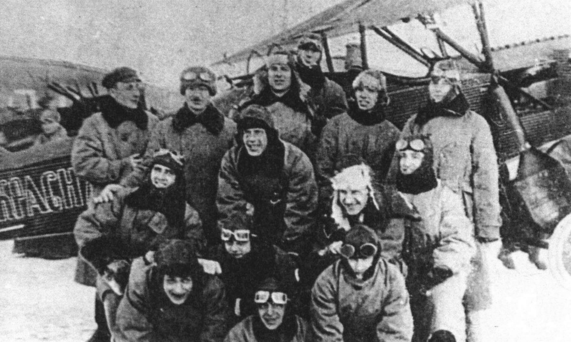 Летчики отряда «Красная Москва» у одного из Ю-21, 1926 г.