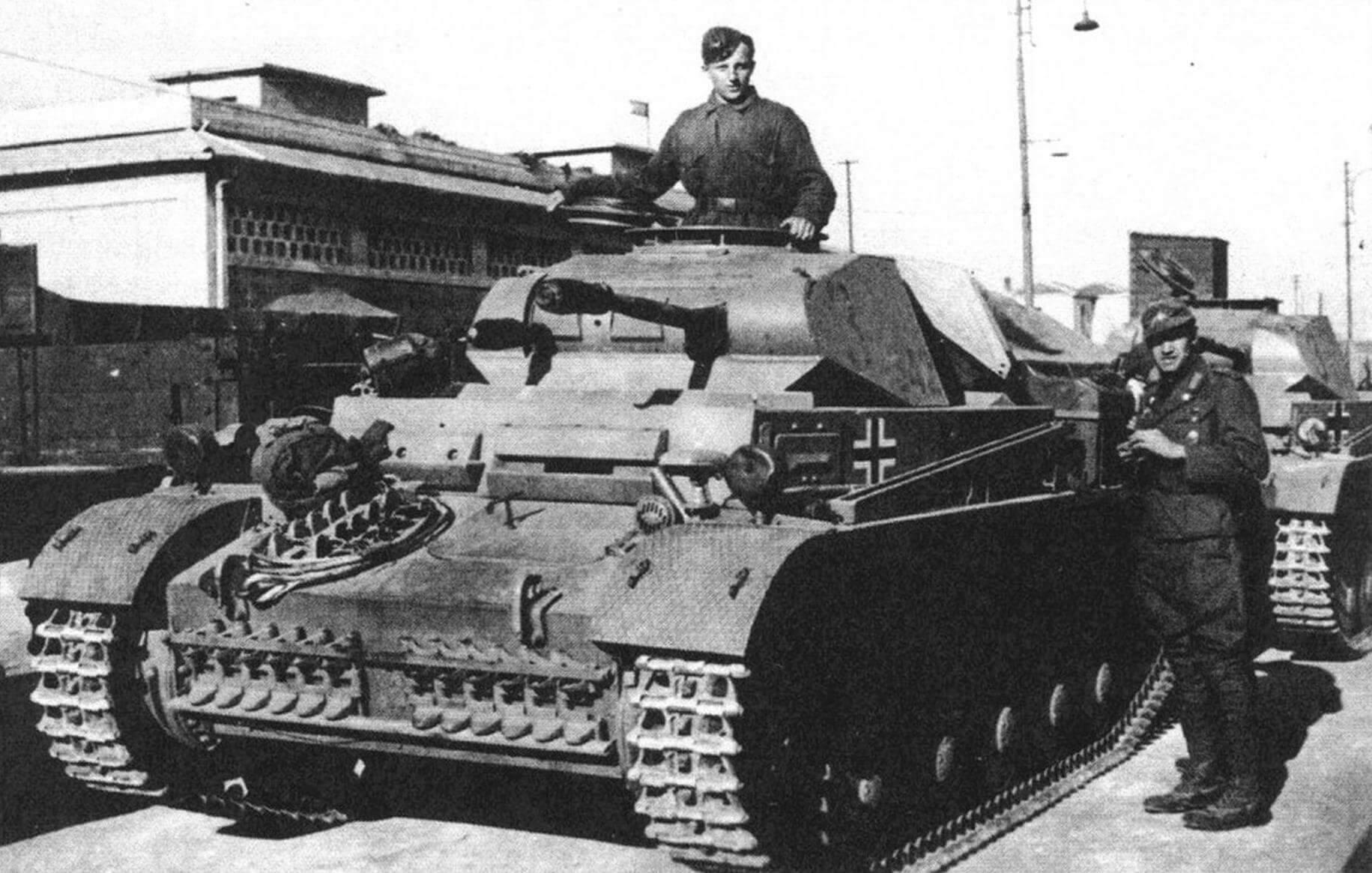 Танки Pz.II Ausf.F 15-й танковой дивизии в Бенгази. Ливия, 19 декабря 1941 года