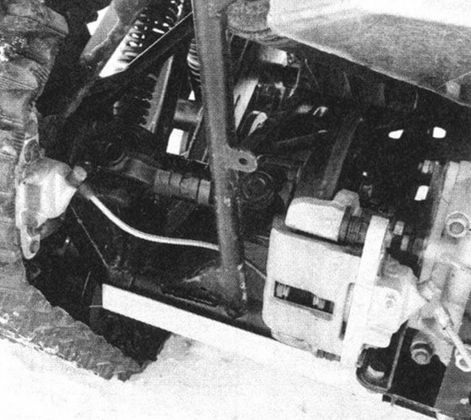 Внутренний тормоз отвечает за поворот, внешний - за торможение машины