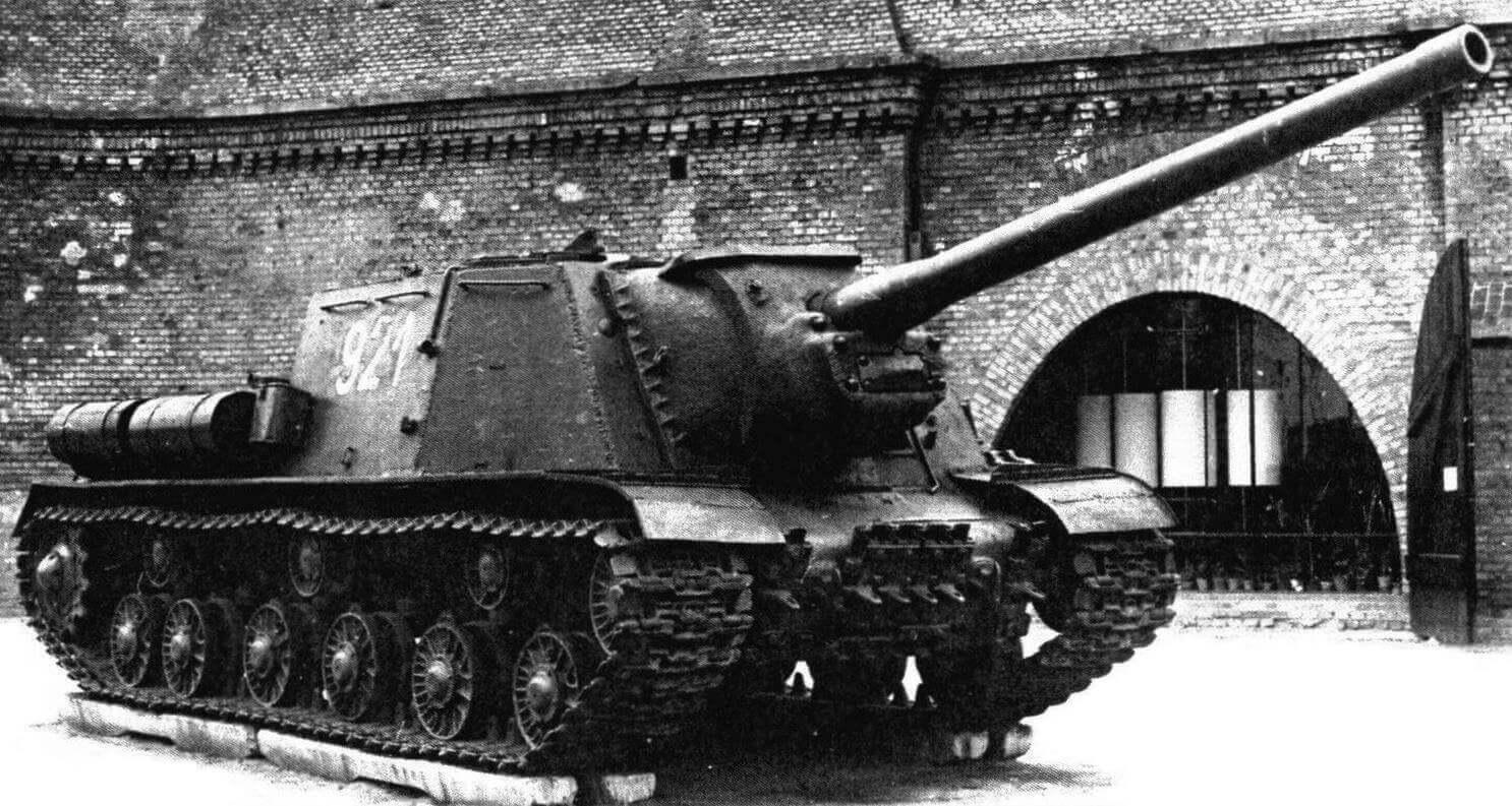 Артсамоход ИСУ-122 в Музее освобождения Познани, Польша. Хорошо видно, что внешне ничем, кроме ствола пушки, от ИСУ-152 эта машина не отличается