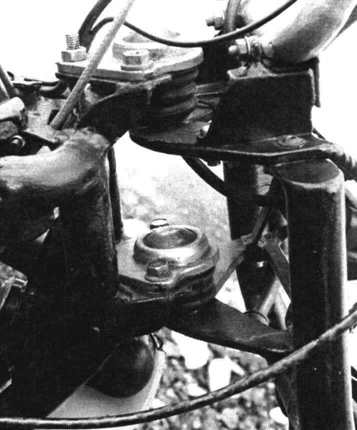 Рулевая колонка состоит из двух шаровых опор от автомобилей ВАЗ