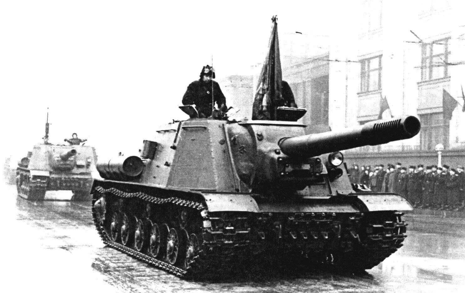 Самоходная установка ИСУ-152 по пути на Красную площадь. Москва, 7 ноября 1950 года