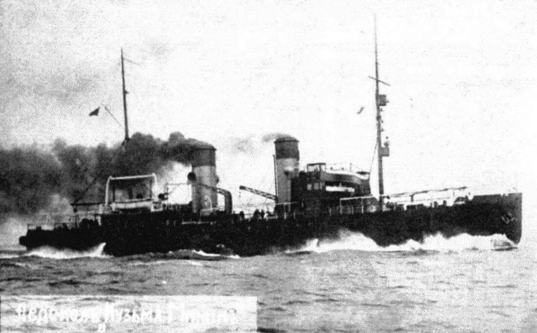Ледокол «Козьма Минин» в первоначальном виде и после перестройки в минный заградитель «Кастор»
