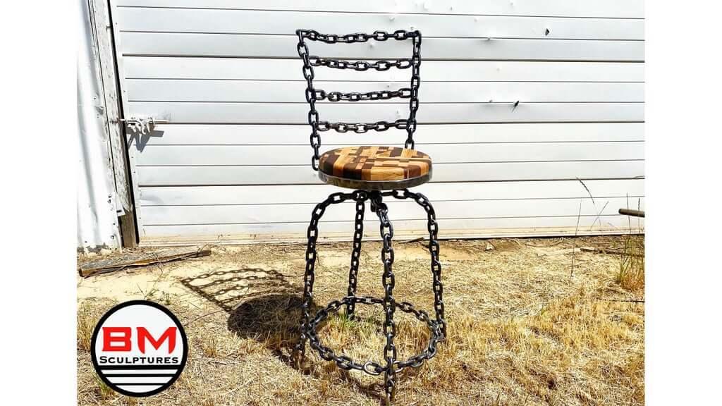 Как сделать стул из цепочки и обрезков дерева