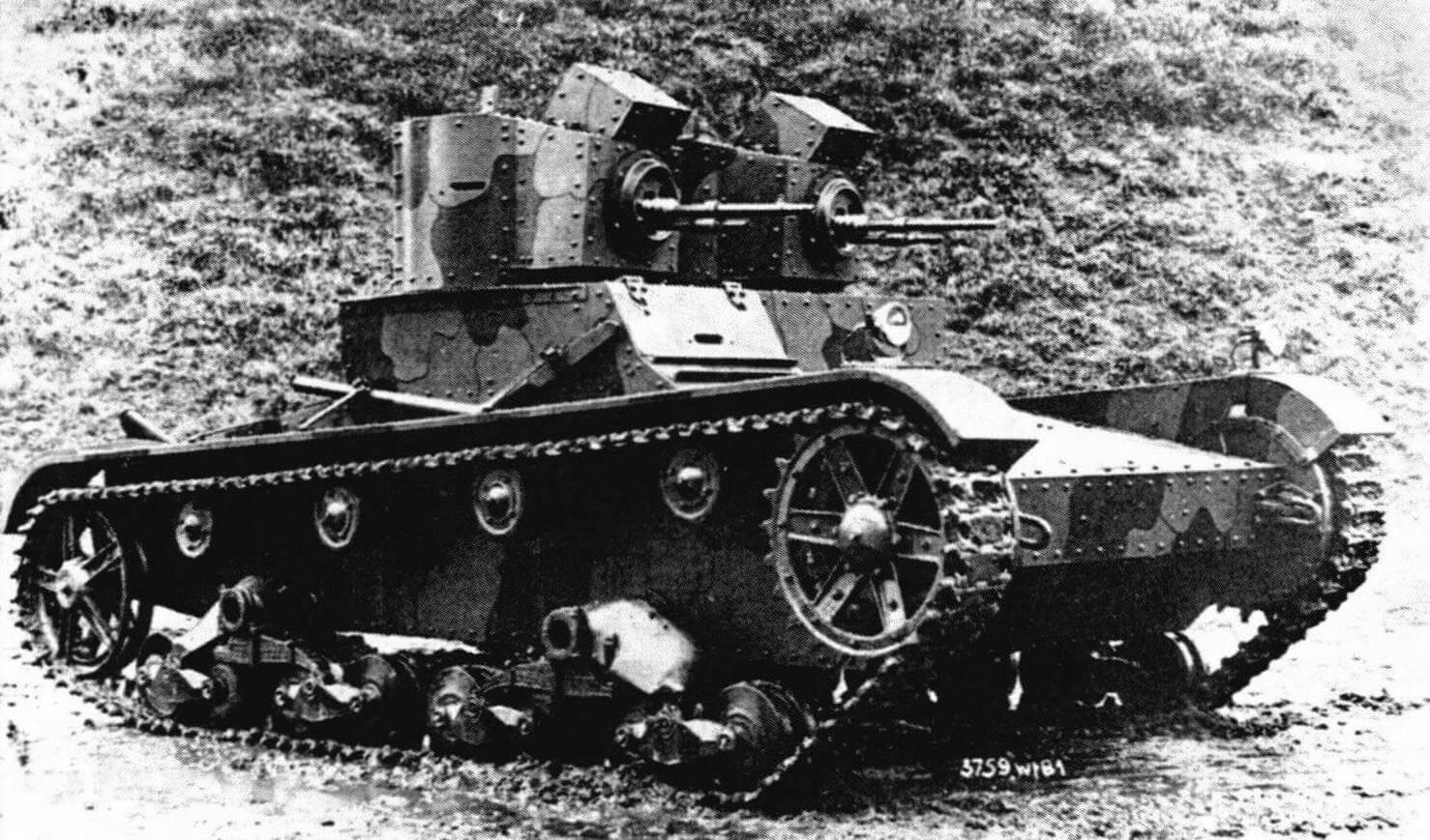 Двухбашенный польский Vickers Е с двумя пулеметами «Гочкис»