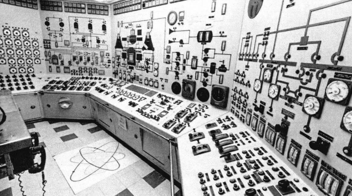 Пульт управления силовой установкой «Саванна» (фотография сделана на судне-музее)