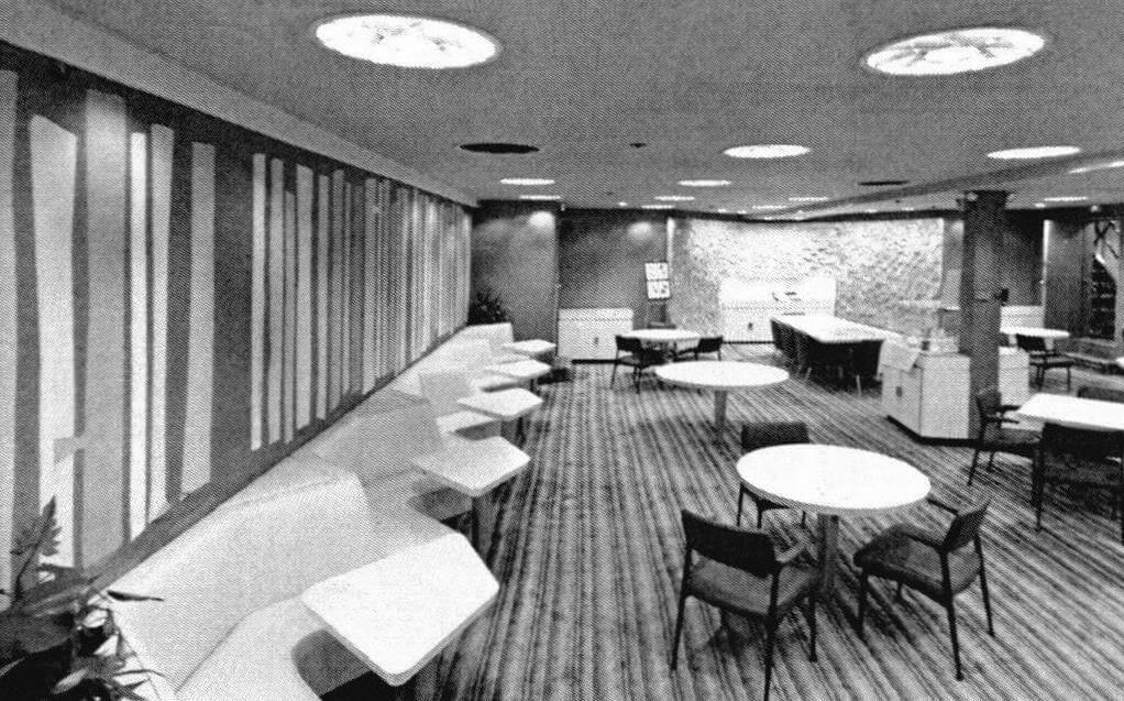 Внутреннее убранство предназначенного для пассажиров помещения на «Саванне» (фотография сделана на судне-музее)