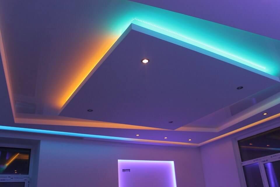 Светодиодная подсветка натяжного потолка: виды и преимущества