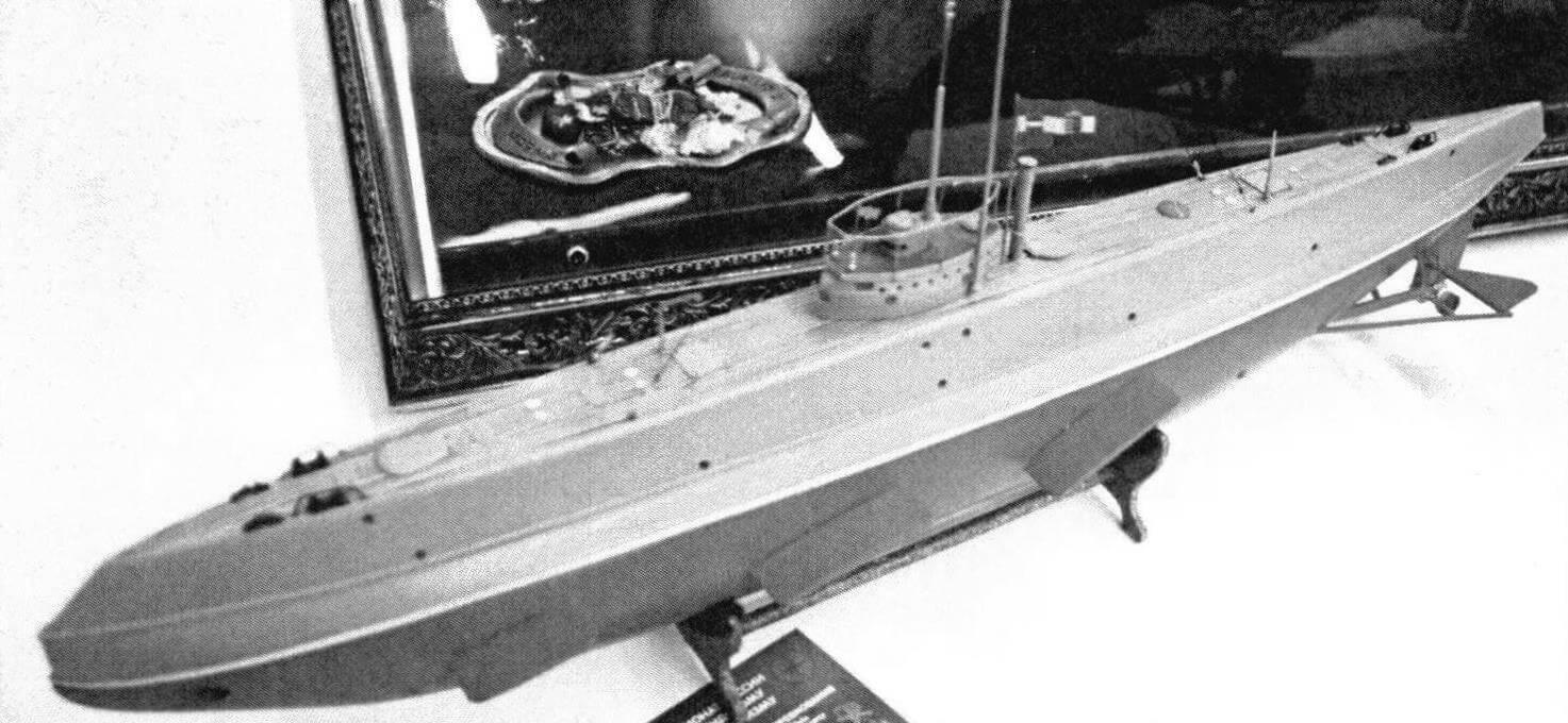 Австро-венгерская подводная лодка U-2 (моделист Аркадий Черенанин, класс С-25Ю, масштаб 1:55) привлекла особое внимание автора репортажа, несколько лет назад готовившего большой материал по истории субмарин Двуединой монархии