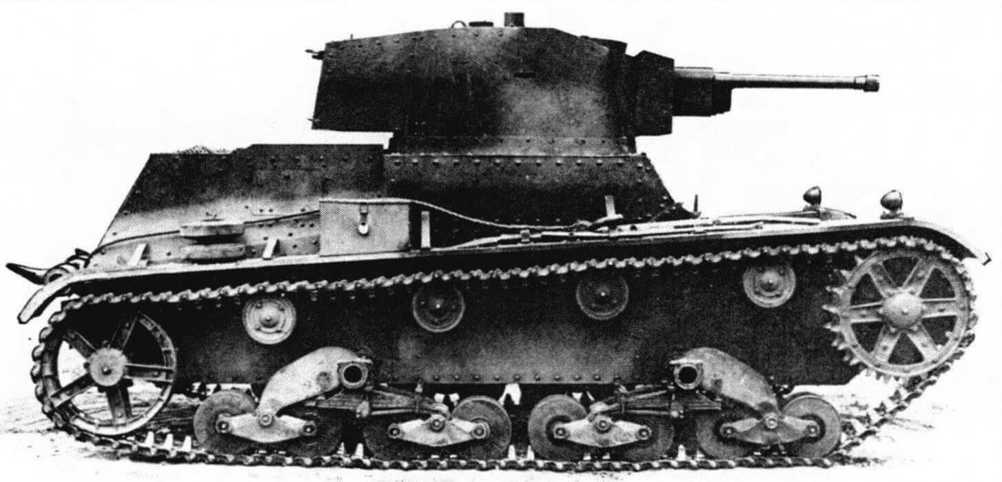 Один из первых серийных однобашенных танков 7ТР