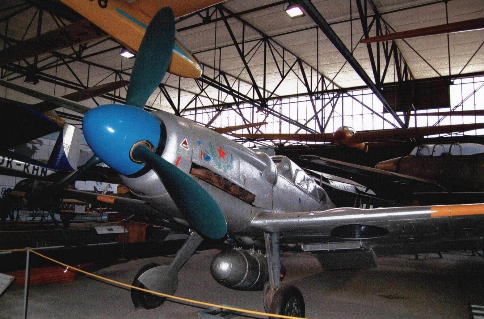 Экспонаты авиационного музея в Праге: учебно-боевой самолет CS-199