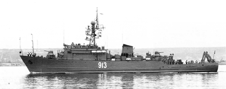 Морской тральщик «Новоуральск» (с кран-балками типа КБГ-5)