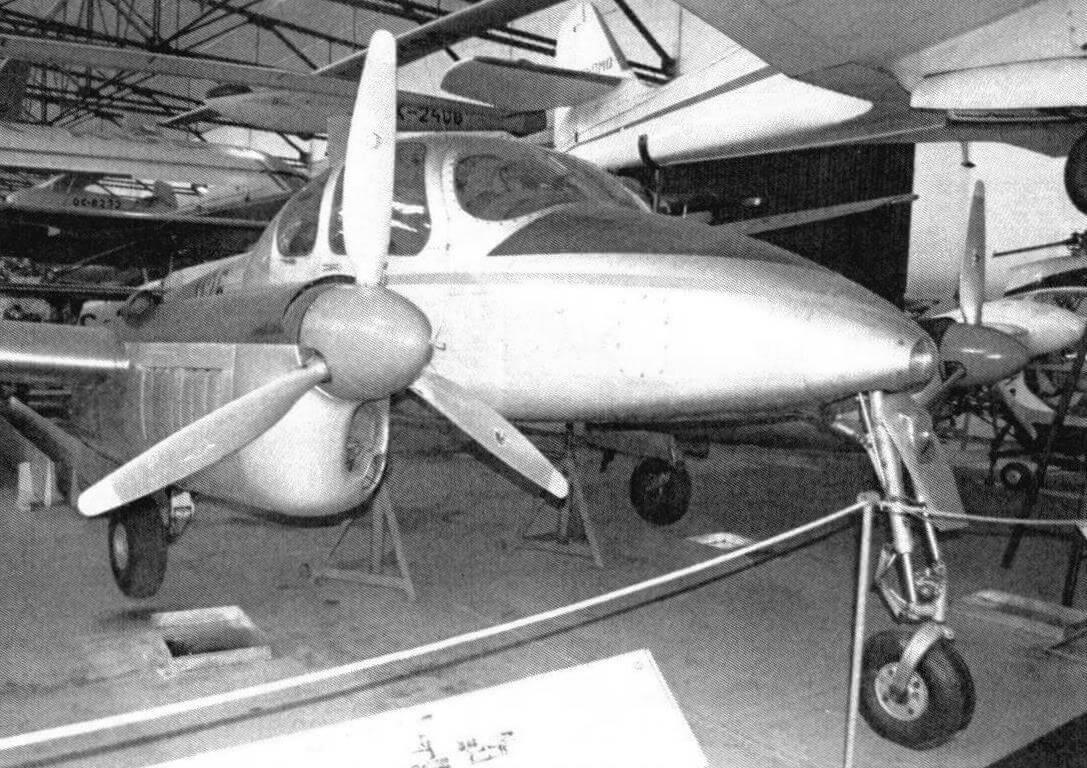 L-200D Morava использовался как «воздушное такси»