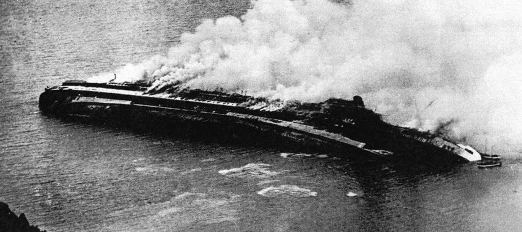 Гибель суперлайнера «Рекс». Легшее на борт судно охвачено огнем