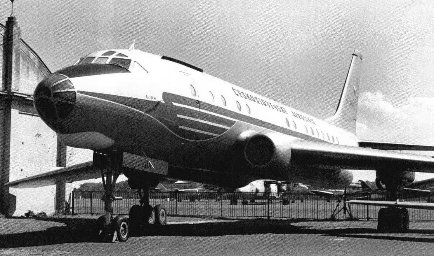 Ту-104A