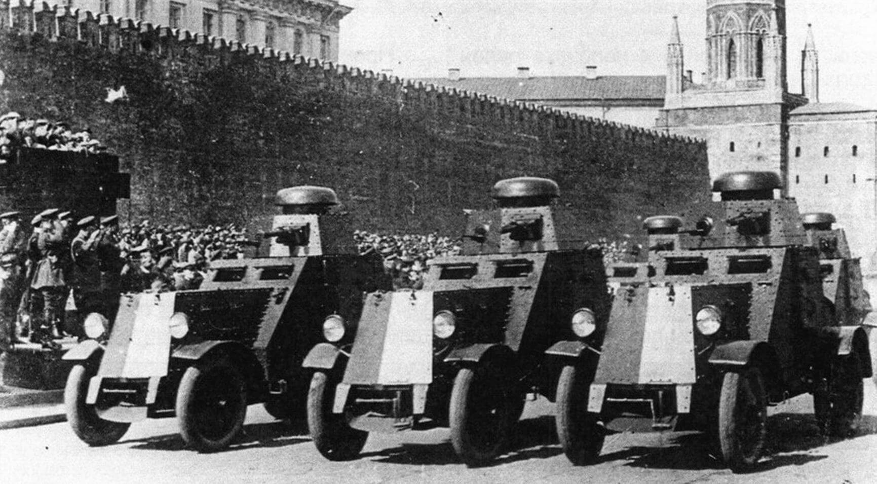 В парадном строю БА-27. Москва, 1 мая 1931 года