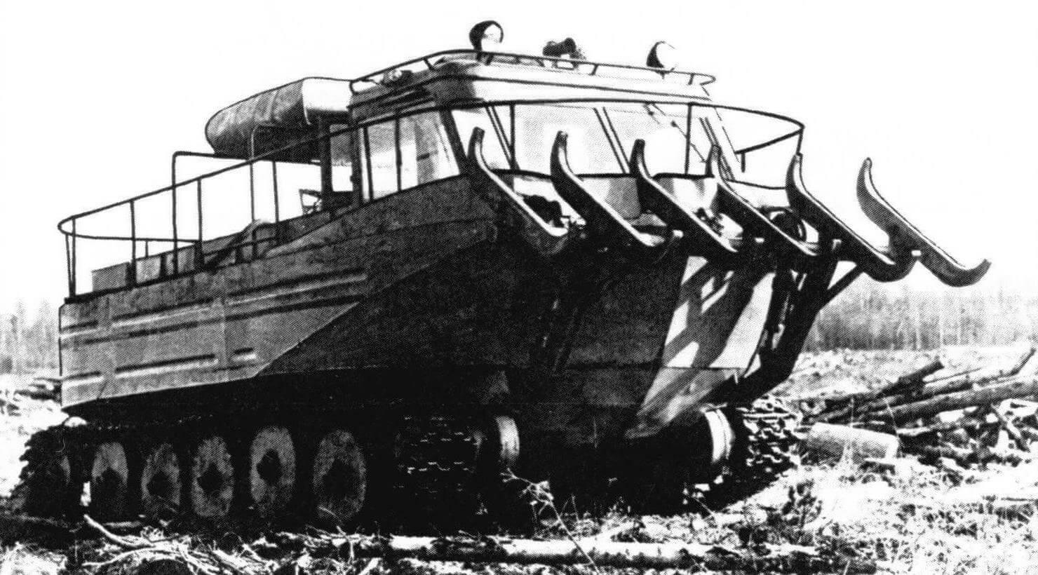Опытный трактор-амфибия П-49 на базе трактора ТДТ-55